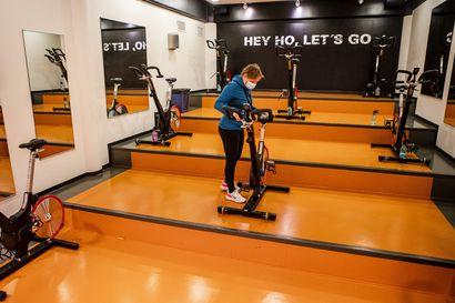 Liikuntaa turvavälipykälien mukaan – maanantaina astuu voimaan kahden metrin sääntö