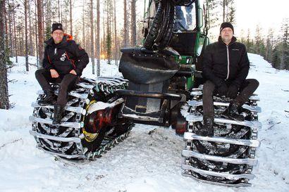 Ranualaisveljesten yrityksestä miehiä on lähtenyt kaivostöihin – robottikoneet ovat pian valmiina hakemaan puutavaran metsästä tien varteen
