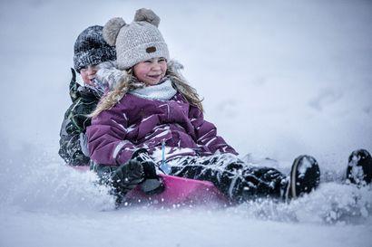 Luvassa valkea joulu – Viikko alkaa lauhassa säässä, mutta meteorologi povaa lisää lunta koko Lappiin