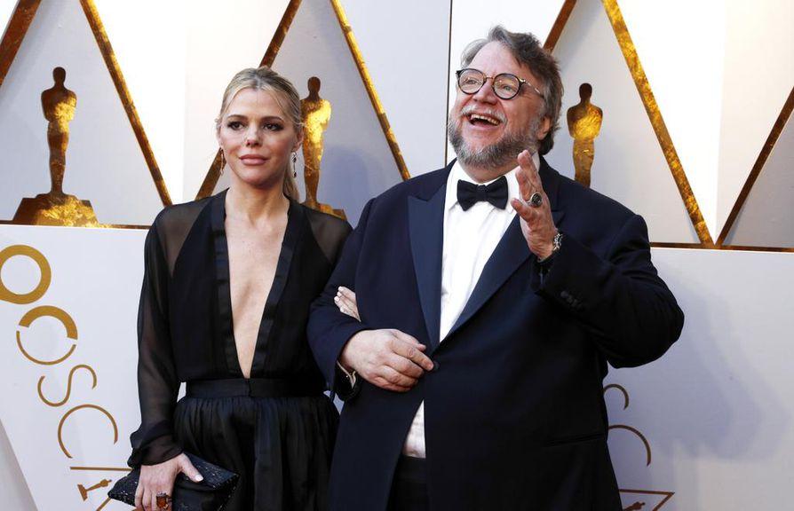 Guillermo del Toron ohjaama elokuva Shape of Water on voittanut parhaan elokuvan Oscarin. Del Toro voitti myös parhaan ohjaajan Oscarin. Kuvassa myös Kim Morgan.