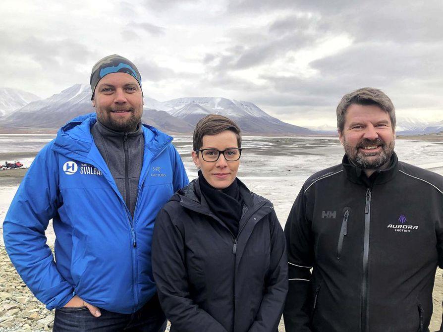 Tore Hoem (vas.), Krisztina Uzonyi ja Ari Karjalainen tutkivat tilannetta huippuvuorilla.