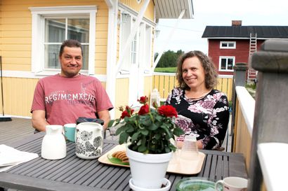 Suviseuroja vietetään tänä vuonna perhepiireissä pihoilla – kesäjuhlaa kuunnellaan ja katsotaan radion ja netin kautta