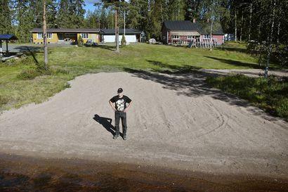 """Kalle Pääaho rakensi ja raivasi karavaanarialueen Vasamon järven rannalle Ylikiiminkiin – """"Uskon upean luonnon ja rauhan vetoavan karavaanareihin"""""""