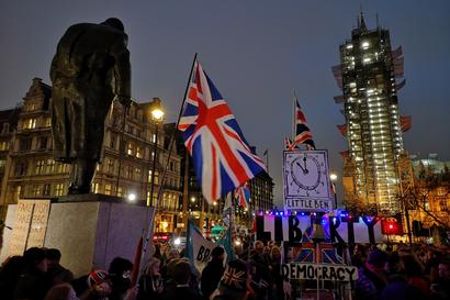 """Viimeiset tunnit EU-Lontoossa: """"Little Ben"""" korvasi Big Benin, kun Boris Johnsonin joukkorahoitus epäonnistui"""