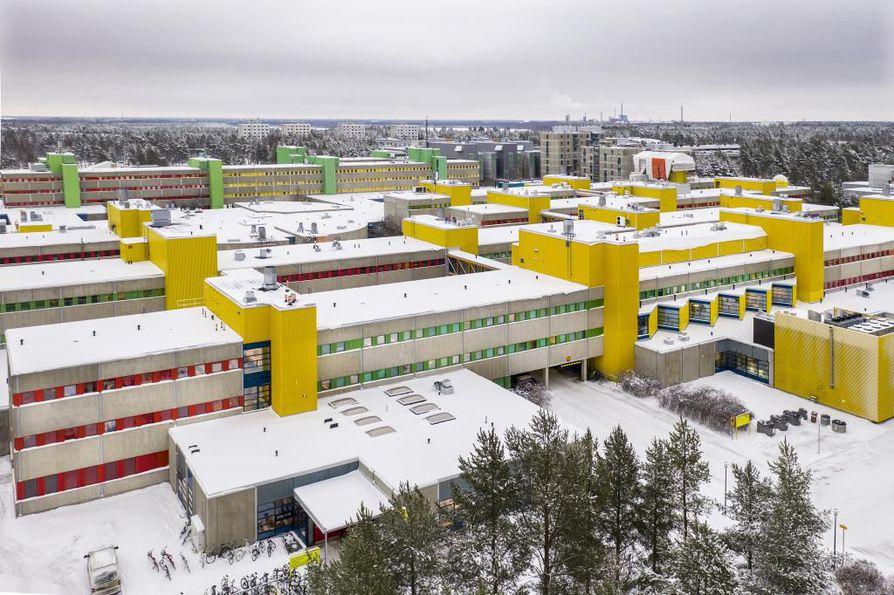Suomen suurimpien kuntien elinkeinoelämän edustajat arvioivat Oulun parhaaksi muun muassa yritysten ja oppilaitosten välisessä yhteistyössä. Kuvassa Oulun yliopisto.