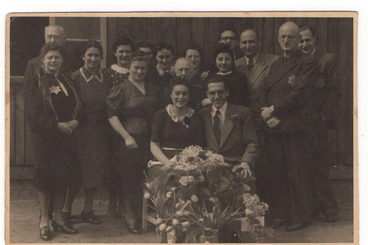 Eddy de Wind selvisi Auschwitzista, mutta ei päässyt sieltä koskaan pois – hän kirjoitti leirillä salaisen kirjan, joka unohtui 75 vuodeksi