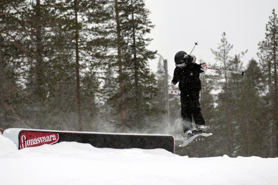 Ounasvaaran hiihtokeskuksessa on 11 rinnettä ja 5 hissiä.