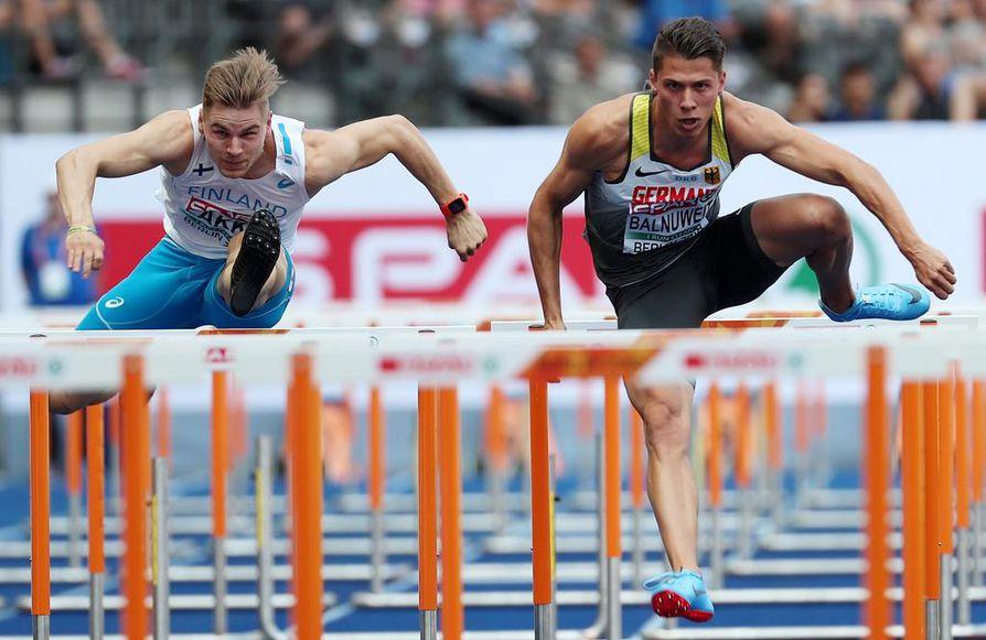 Elmo Lakka (vas.) juoksi oman ennätyksensä Berliinin EM-välierässä. Oikealla Saksan Erik Balnuweit.