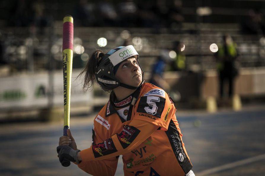 Kiimingin Urheilijoiden kasvatti Siri Eskola kuuluu alkukauden kovimpiin kotiuttajiin naisten pääsarjassa. Kempeleen Kiri sai pidettyä hänet kuitenkin ilman lyötyjä juoksuja.