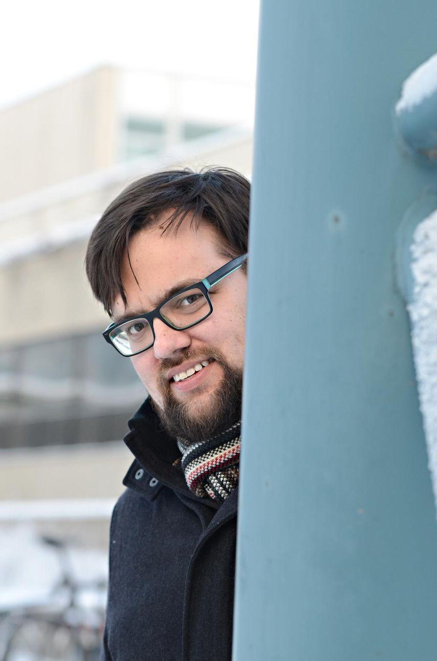 –Poliitikkoja käsittelevät laulut olivat 1980-luvulla suurelta osin harmittomia ja kilttejä, eräänlaisia konsensus-Suomen dokumentteja, Tampereen yliopiston valtio-opin väitöskirjatutkija Aki Luoto sanoo.