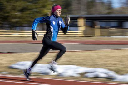 """Liminkalainen Nelli-Lotta Karppelin, 14, on saavuttanut nuorten SM-mitaleita niin hiihdossa kuin yleisurheilussa – """"Varmaan hiihto on ykköslaji"""""""