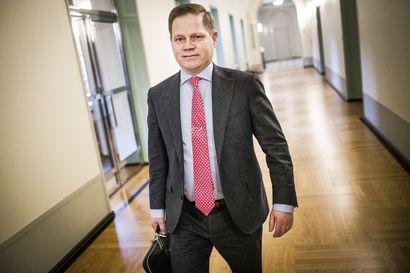 Markus Lohi vahvistaa: Kahden metrin turvaväliedellytyksestä luovutaan
