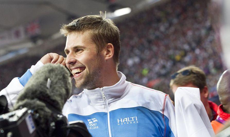 Antti Ruuskanen otti ilon irti pronssimitalista.