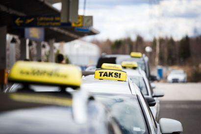 Parjattu taksilaki uudistuu, koska kuluttajien luottamus on pakko palauttaa – myös harmaata taloutta halutaan torjua