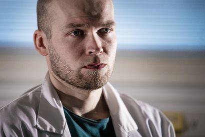 """Koronavuosi pisti Raahessa työskentelevän lääkärin pääkopan koville: """"Se on varmaan näkynyt kotona perheellekin, kun on ollut väsynyt isä"""""""