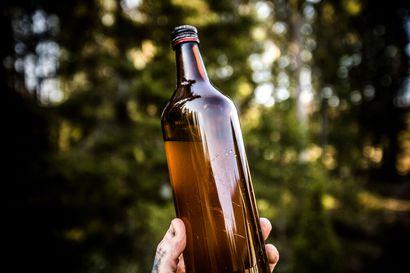 Lasikankaalta löytyi kenties jopa 40 vuotta vanha viinapullo. Olisiko siinä ollut Volomarin terästettyä vappusimaa?