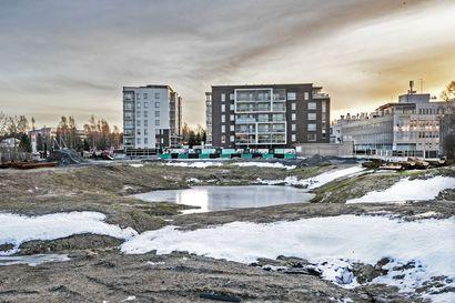 """Bonava myy kerrostalojen rakennuspaikkansa Oulussa–""""Olemme saaneet hyvin tarjouksia ja neuvottelemme koko ajan tonteista"""", sanoo aluejohtaja Marjukka Kuittinen-Jussila"""