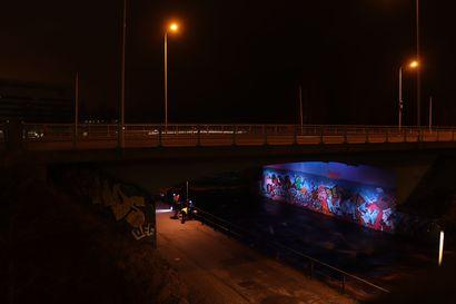 Pokkitörmän alikulun graffitit heräävät eloon valoteoksessa – kyseessä arkkitehtuuri- ja kaupunkivalaistuksen opiskelijoiden työnäyte
