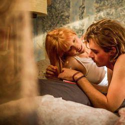 Päivän leffapoiminnat: Hullun rakkauden humaukset ja kirjailijaelämää