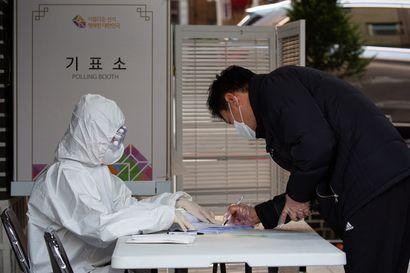 Etelä-Koreassa presidentti Moon Jae-inin demokraattipuolue kahmi selvän vaalivoiton