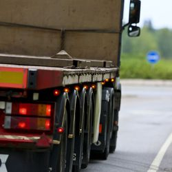 Poliisi tehovalvoi raskaan liikenteen kuljetuksia – seuraamuksia 36 kuljetukselle