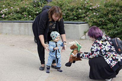 Oululainen 25-vuotias Julia Määttä valmistui koulun penkiltä eläkkeelle – vanhemmille pysyvä eläkepäätös oli yllätys