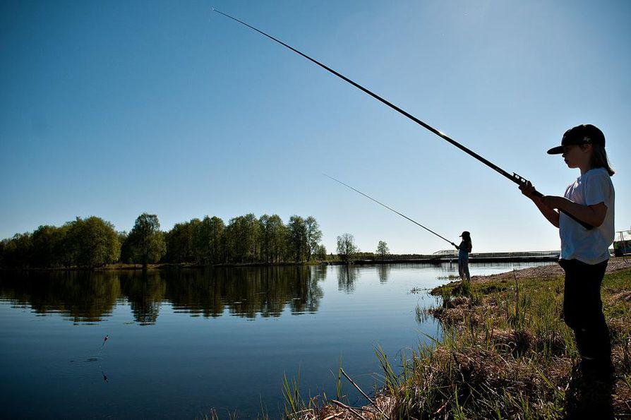 Kalakuvakisan voittajalle on luvassa arvokas kalastussetti.