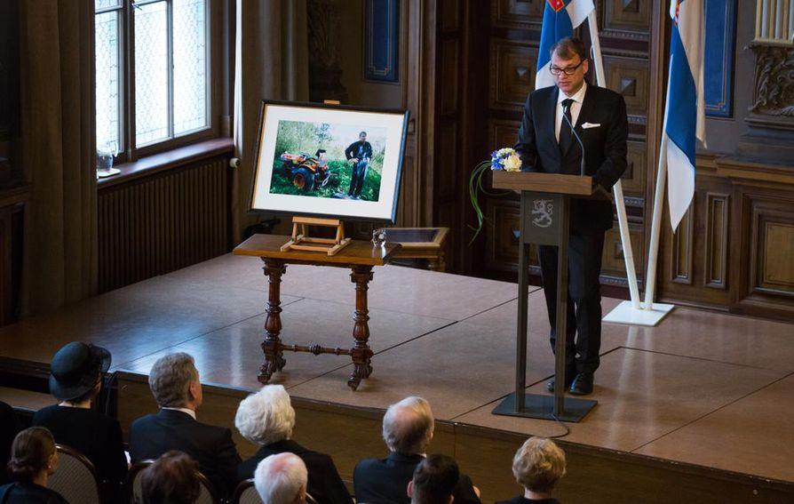 Pääministeri Juha Sipilä puhui muistotilaisuudessa.