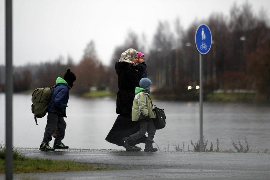 Kaksi vuotta sitten Suomi koki ennennäkemättömän turvapaikanhakijoiden aallon, kun turvapaikkaa haki 32 476 henkilöä