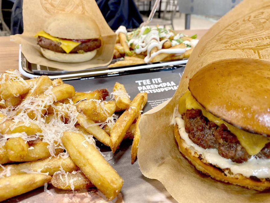 Testiryhmä totesi, että Social Burgerjointin burgerpihvi on hyvinkin medium, ja kasvispihvi on yllättävän lihamainen.