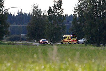Kolmen auton kolari aiheutti mittavat pelastustyöt ja Kokkolantien sulkemisen onnettomuuspaikan kohdalla torstai-iltana – kaksi henkilöä sai kolarissa vakavia vammoja