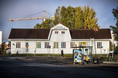 """Vanhaa rautatieasemaa ei korjata, vaan huonokuntoinen talo myydään sellaisenaan pois – matkailuopas: """"On turha väittää, että rakennus olisi elämänkaarensa lopussa"""""""