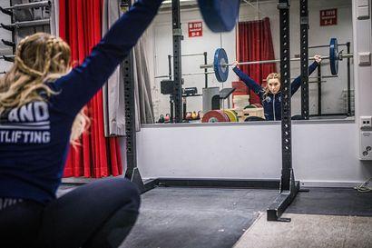"""Oulun Pyrinnön painonnostajan Noora Lehtosen elämässä on tapahtunut suuria muutoksia kuukauden aikana – """"Yritin parhaani mukaan soveltaa ja löytää aikaa treenaamiselle"""""""