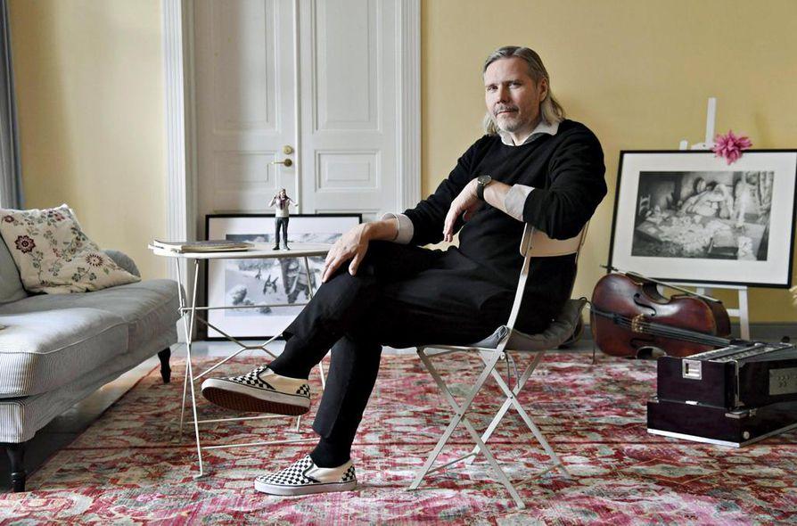 Tuomas Kantelinen kertoo lähestyvänsä musiikkia kameleonttimaisesti, luontevasti tyylistä toiseen luovien.