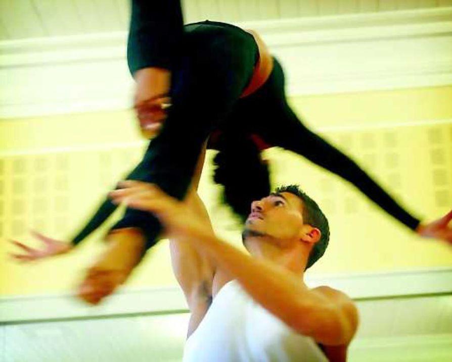 Passion, intohimo. Tanssin gaalassa esiteltävä exhibition dance on ilmavaa, lennokasta ja vaativaa.Tässä Hanna Karttusen ja Victor da Silvan tyylinäyte.