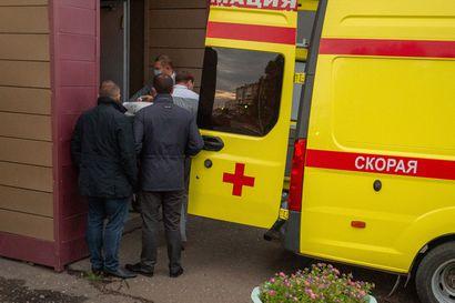 """""""Kyse lähes varmasti myrkytyksestä"""", hoidon teho vielä epävarmaa – Saksa asetti koomassa olevan Putin-kriitikko Aleksei Navalnyin ympärivuorokautiseen vartiointiin"""
