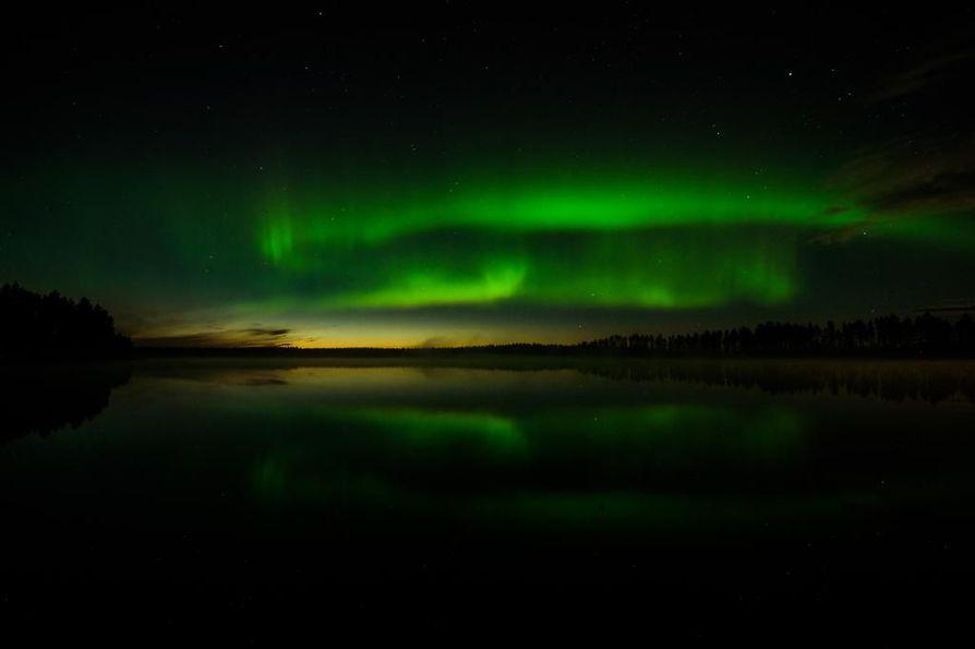 Revontulia Vaalasta yöllä 25.8.2016