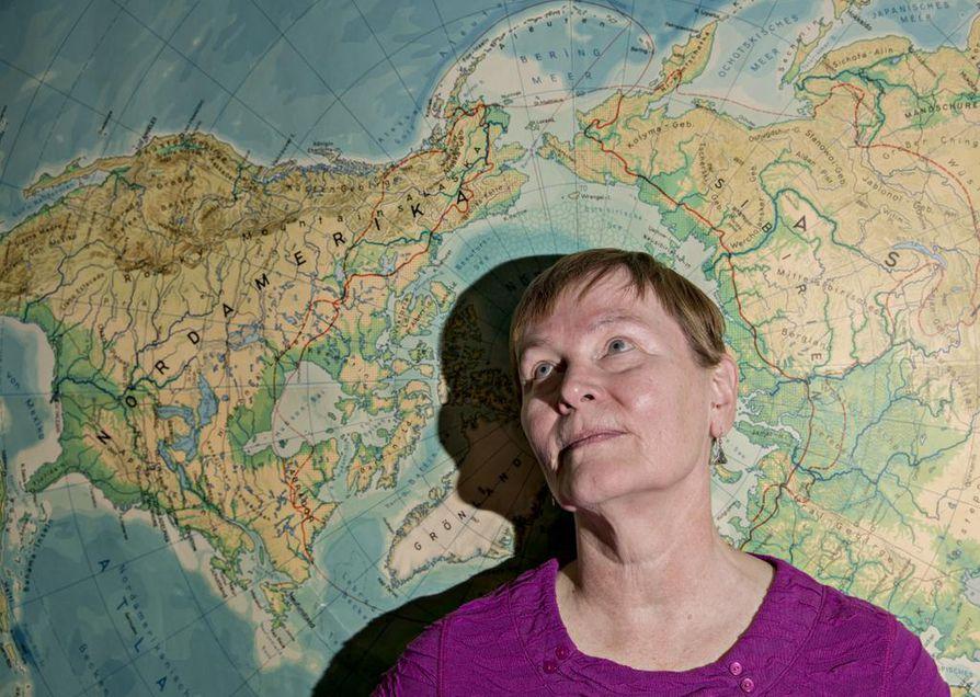 Professori Arja Rautio tutkii ikiroudan sulamisen merkitystä ihmisen terveydelle osana Nunataryuk-projektia. Projektin tarkoitus on löytää sopeutumisstrategioita ihmisille.