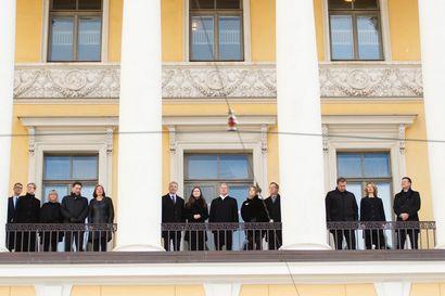 Tasavallan presidentti ja hallitus hiljentyivät kuuntelemaan kirkonkellojen soittoa talvisodan rauhanhetkellä