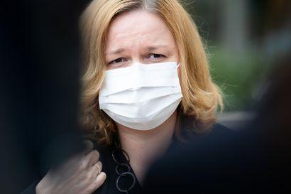Kokoomus tykittää rajusti maskeihin sotkeutunutta Kiurua: Kotimaiselle teollisuudelle annettiin väärä viesti, paras tieto pidettiin pimennossa, pikatestejä ei huolittu