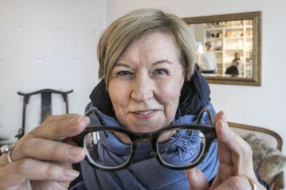"""Mikä neuvoksi, kun ikänäkö iskee? – """"Moni kiusaa itseään turhaan lykkäämällä optikko- tai silmälääkärikäyntiä"""""""
