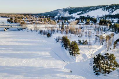 """Rovaniemelle viimein pysyvä talviuintipaikka Suutarinkorvaan – Väliaikaisuus käynyt kalliiksi: """"Käytännössä aina kun kontti nousee ilmaan, niin tuhatlappunen vilisee silmissä"""""""