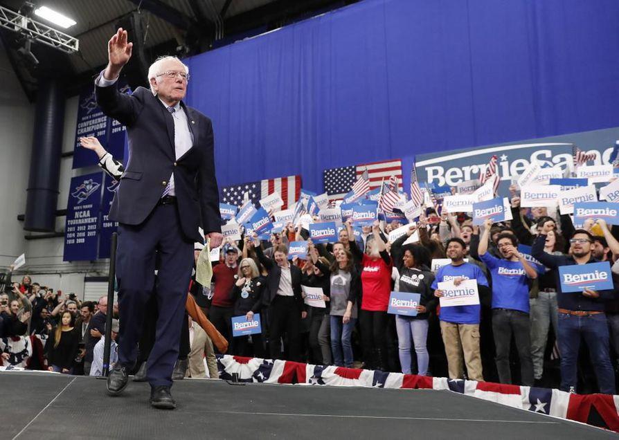 Bernie Sanders piti voittopuheensa Manchesterin yliopistossa New Hampshiressa aamulla Suomen aikaa.