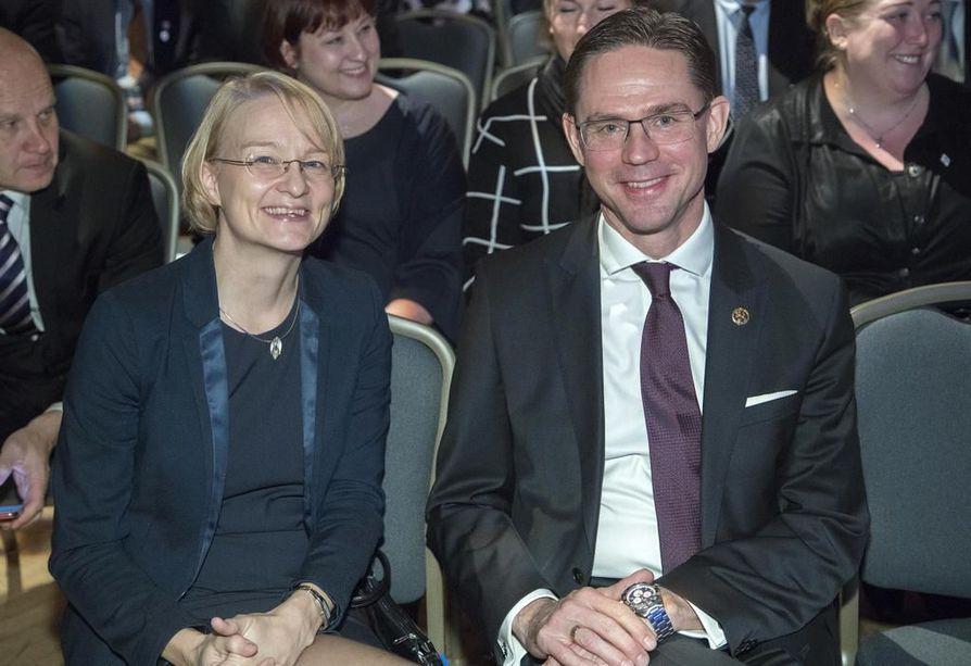 Komissaari Jyrki Katainen on tulossa takaisin Suomeen viiden vuoden Eurooppa-pestin jälkeen. Kataisen puoliso Mervi Katainen oli ehdolla eduskuntavaaleissa kokoomuksen listoilta, mutta ei tullut valituksi.