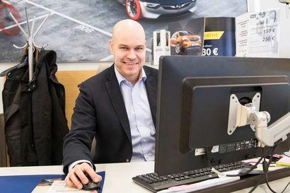 """Automyyjänä aloitteleva Jussi nauttii alan hektisyydestä – """"Opel tekee uutta tulemista"""""""