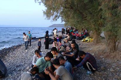 Kreikan saarille pyritään nyt etenkin Afganistanista – Lérosissa on jouduttu jakamaan makuupusseja rannalla nukkuville