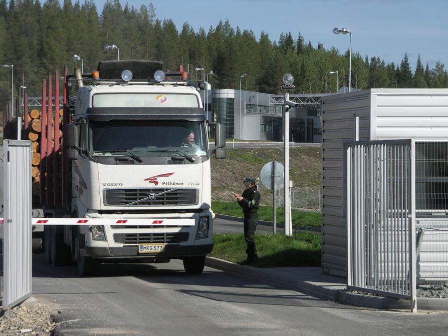 Kainuun rajavartiosto on tehnyt rikostutkintaa Kuusamon rajanylityspaikan pohjoispuolisella alueella.