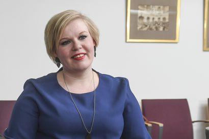 Torstaina selviää, haastaako Annika Saarikko Katri Kulmunin – Saarikolla tiedotustilaisuus, Kulmuni ei ota kantaa muihin ehdokkaisiin