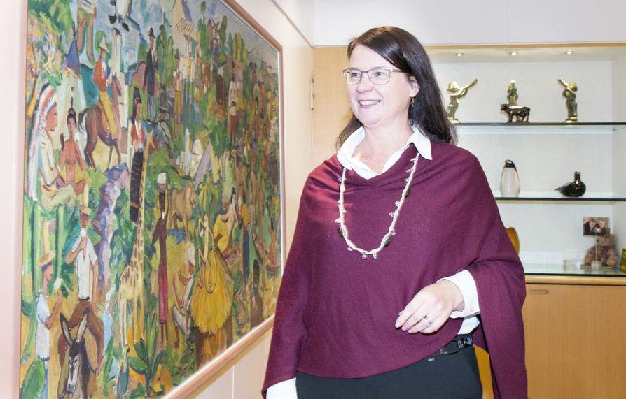 Toimitusjohtaja Annikka Hurmeen työhuoneen seinällä on valiolaisen Atte Artimon maalaus, joka valmistui olympiavuonna 1952. Maalauksessa on monen maan kansalaisia ja useimmilla heistä on kädessään jäätelö.