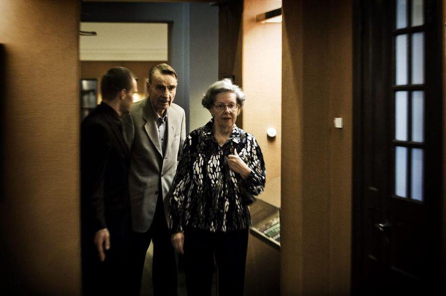 Mauno Koivisto ja Tellervo Koivisto saapuvat Mauno Koivistosta kertovan kirjan julkistamistilaisuuteen tammikuussa 2017.
